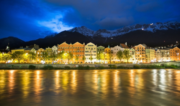 Innsbruck at night - Flickr by Extra Medium